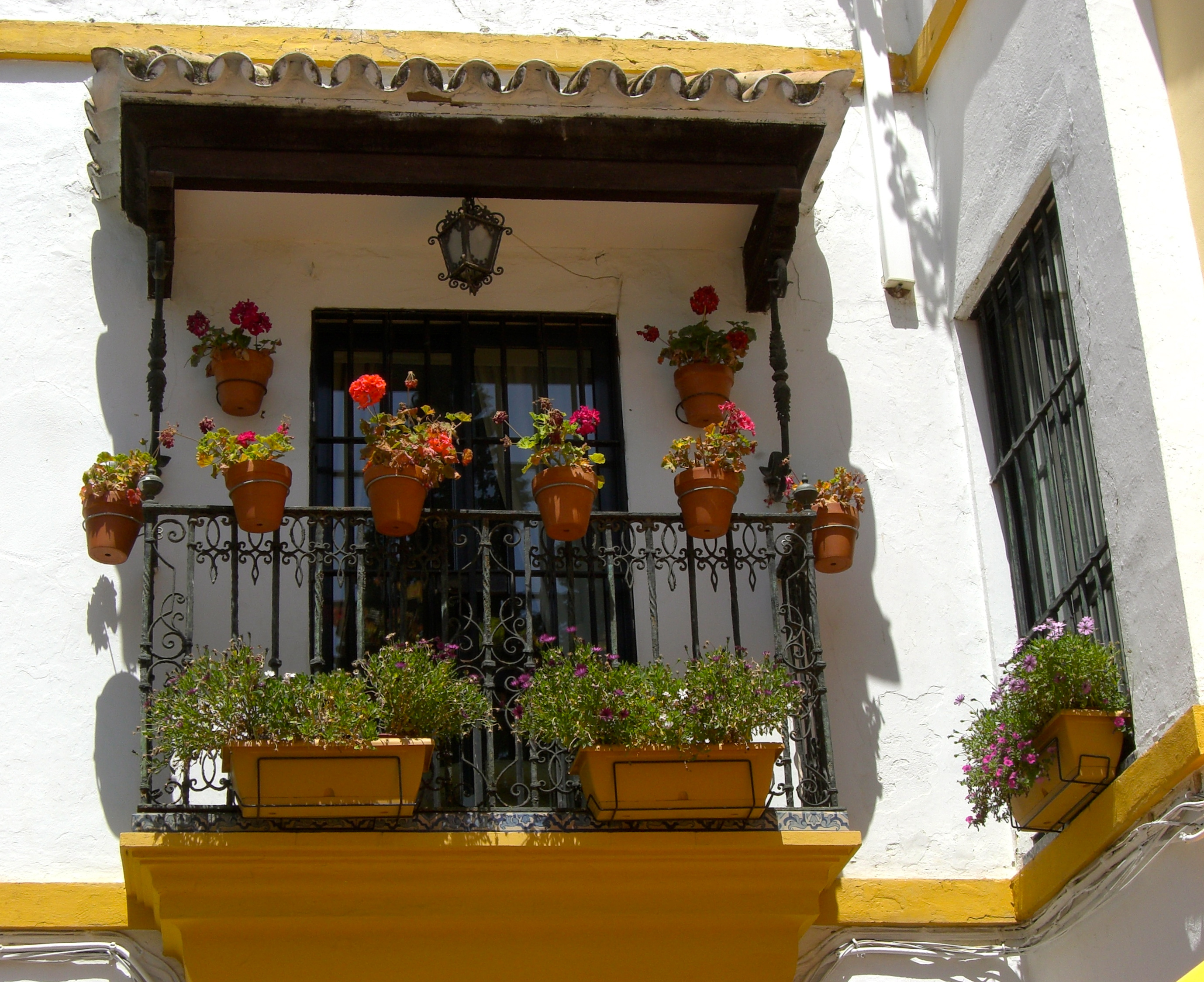 the spanish balcony near and viajar